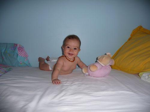 28 Juill 2009 004 M sur ventre sourit