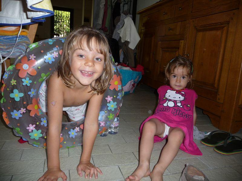 31 Juill 2011 007 girls bouée